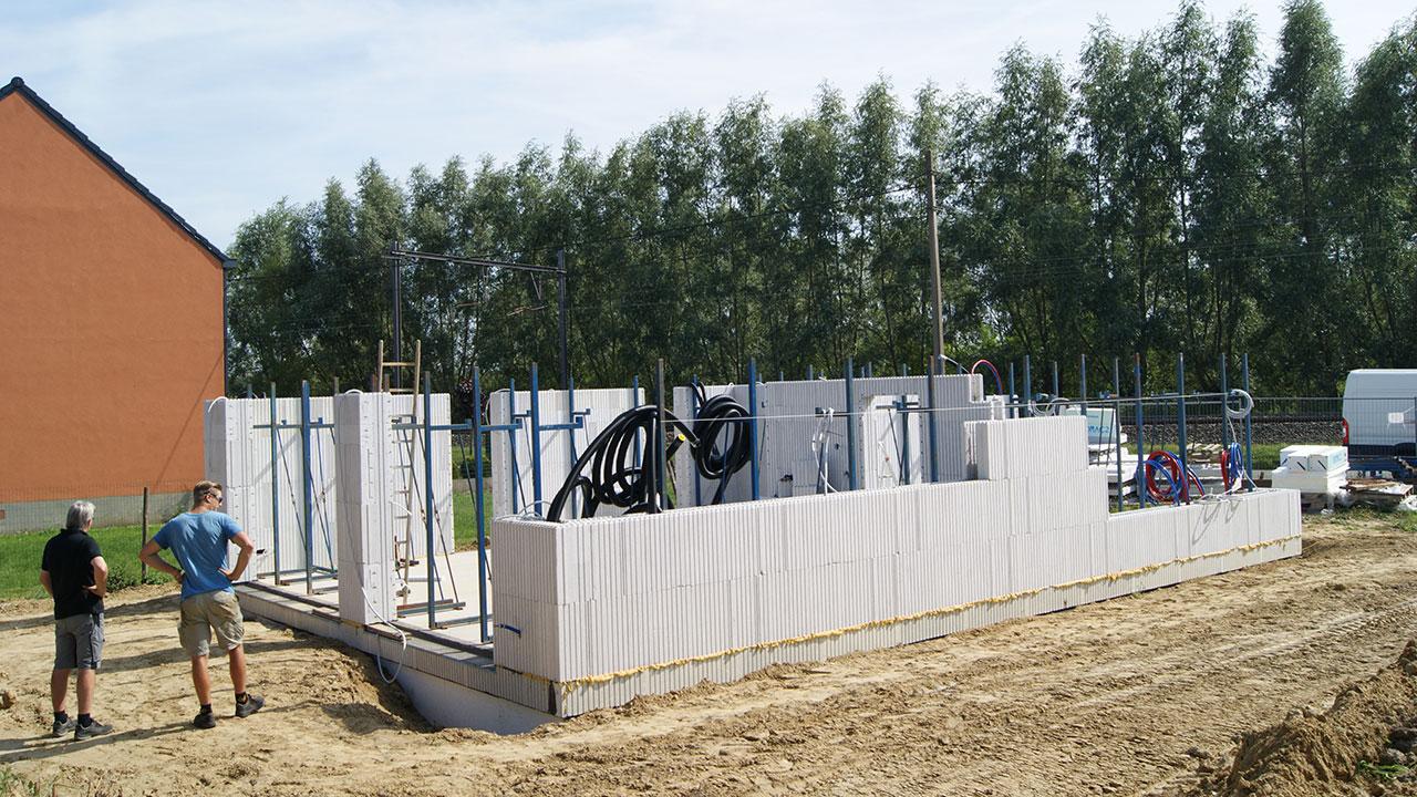 Euromac2 Wandelementen. Ontdek ons unieke Euromac2 ruwbouwsysteem van vloer-, wand- en dak elementen die leiden tot energie-neutraal bouwen aan een scherpe prijs.
